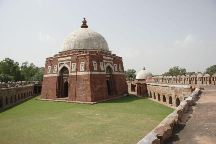 Ghiyath_aldin_tughluq_tomb